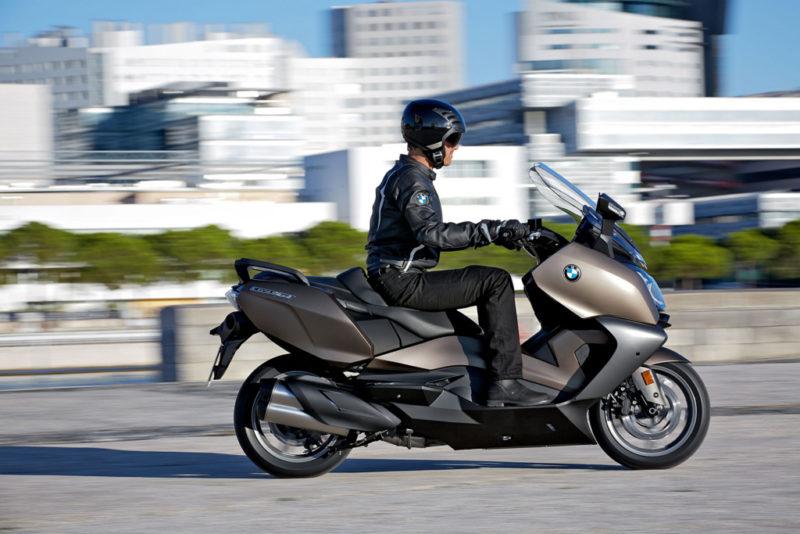 """""""バイク用バッグはボブルビーが斬新かつ安全"""" はロックされています。 バイク用バッグはボブルビーが斬新かつ安全"""